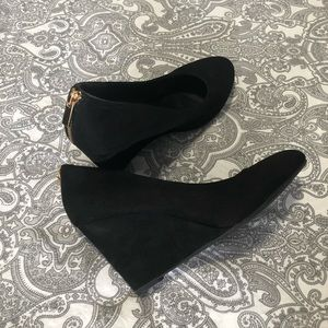 Shoes - ⬇️ Black wedges with zipper design on back